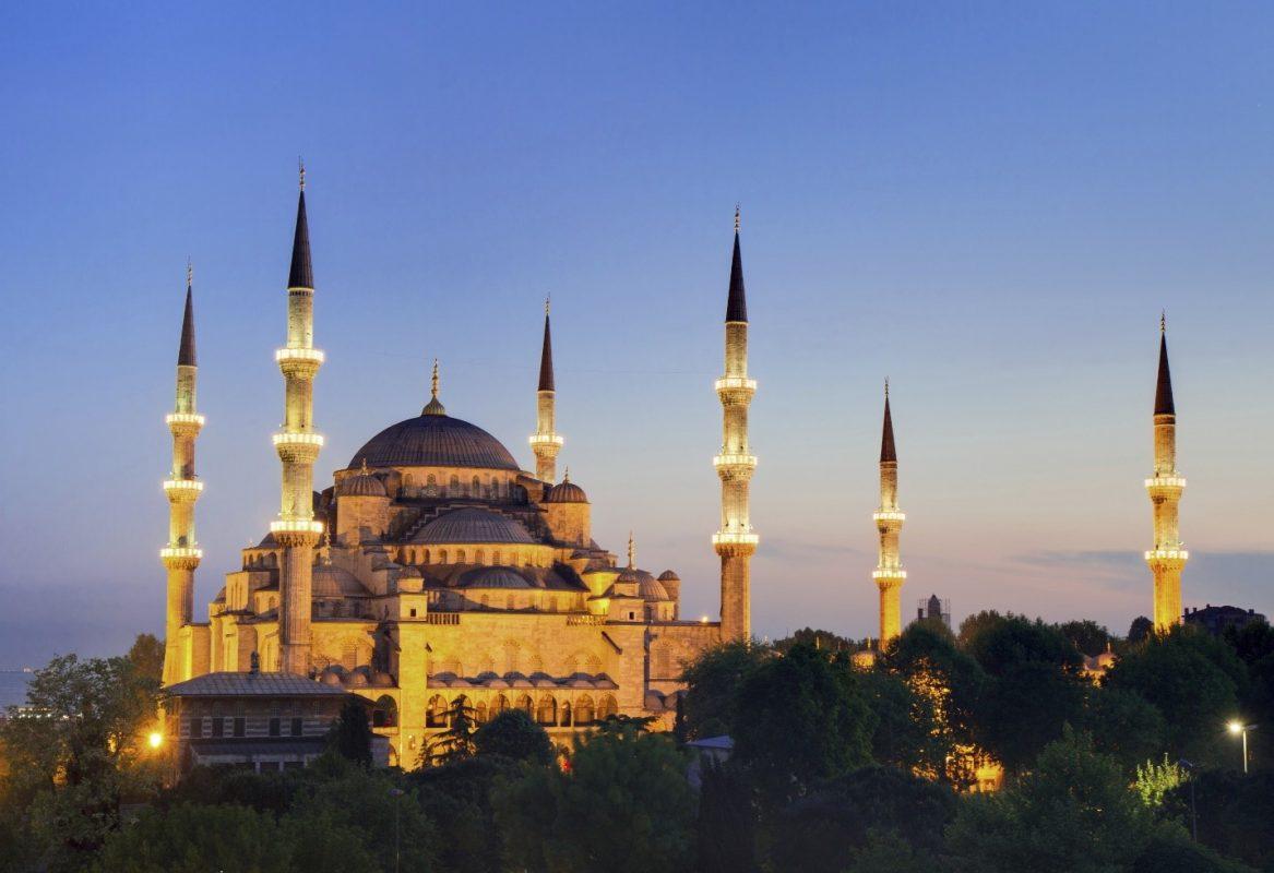 không nên mang giày vào nơi thờ cúng tại Thổ Nhĩ Kỳ